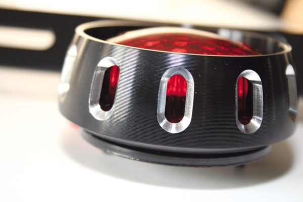 shin_yo SHIN YO LED-bakljus MILES, svart hus, rött glas